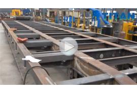 Remolque de plataforma baja en producción