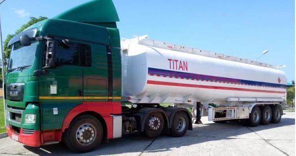 Remolque cisterna de gasolina de tres ejes en venta en Zimbabwe