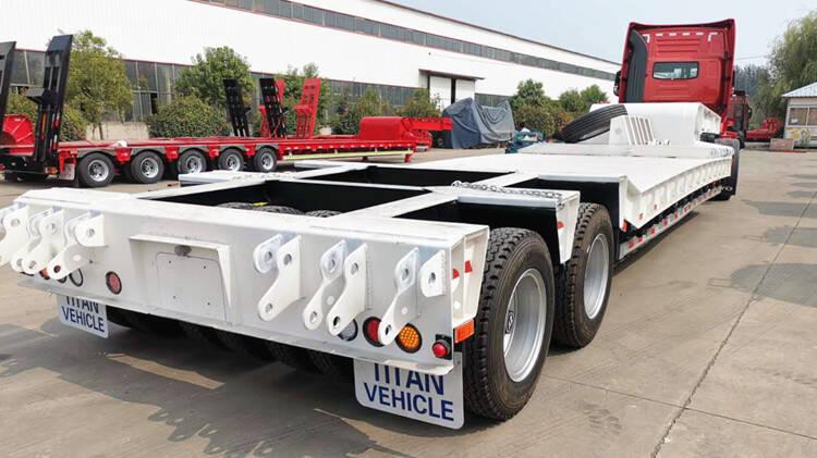 2 Line 4 Axle Low Bed Truck Dijual